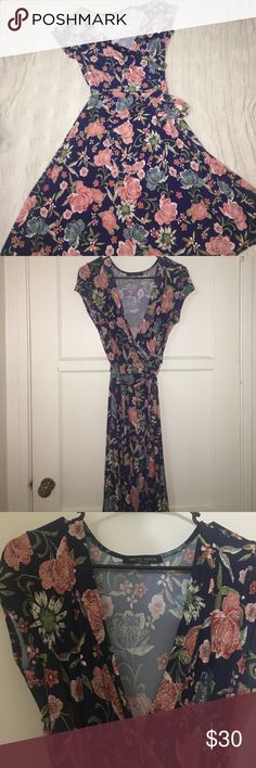 Faux wrap floral and navy dress Gorgeous faux-wrap dress with beautiful floral pattern. Perfect for spring. 🌷🌸🌼 Janette Fashion Dresses Midi