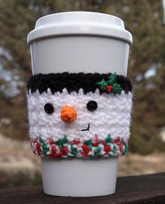Crochet Ideas Easy Free Easy Crochet Patterns for Christmas Themed Cup and Mug Cozies. - Gift Some Lovely Christmas Themed Cup Cozy and Mug Cozy to all, this festive season. Have a look at these amazing Free Easy Crochet Patterns. Crochet Coffee Cozy, Coffee Cup Cozy, Crochet Cozy, Crochet Gifts, Free Crochet, Coffee Shop, Coffee Mugs, Sweet Coffee, House Coffee