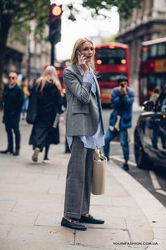 A Gucci Fanny Pack Proved to Be the 'It' Bag of London Fashion Week - Fashionista Outfits Inspiration, Mode Inspiration, Street Style Outfits, Mode Outfits, Looks Street Style, Looks Style, Suit Fashion, Fashion Outfits, Fashion Fashion