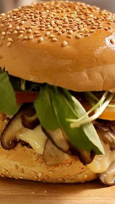 Esse hambúrguer além de ser lindo e saboroso é super saudável!