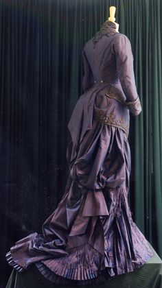 Whitchurch Silk used in a bustled gown from The Portrait of a Lady, starring Nicole Kidman #whitchurchsilkmill 1800s Fashion, 19th Century Fashion, Edwardian Fashion, Vintage Fashion, Gothic Fashion, Victorian Costume, Steampunk Costume, Victorian Dresses, Victorian Era