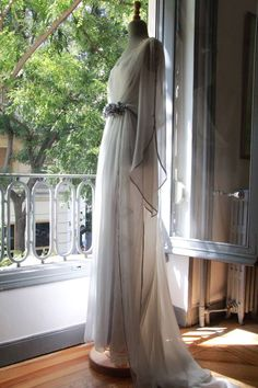 Vestidos de novia vintage con los vestidos de autor de helena Mareque: http://www.esta-de-moda.es/moda-tendencias/ropa/vestidos-originales-de-boda/