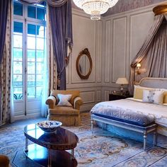 With windows draped by the finest fabrics, and shades of blue, mauve and ivory creating the ultimate princely environment, won't you sleep like royalty tonight in your suite at Shangri-La Hotel, #Paris? Photo courtesy of @elledecorationru.