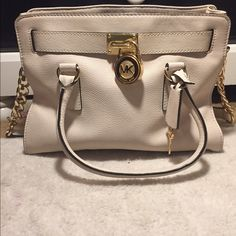 Michael Kors Hamilton Medium Satchel Michael Kors Hamilton Medium Satchel Saffiano Leather                                                                      -no flaws perfect condition, completely real this      beautiful bag it's like an off white color with gorgeous gold hard wear. The price is negotiable but no swaps. let me know if your interested. I will ship right away and throw in some free gifts :) Michael Kors Bags Satchels