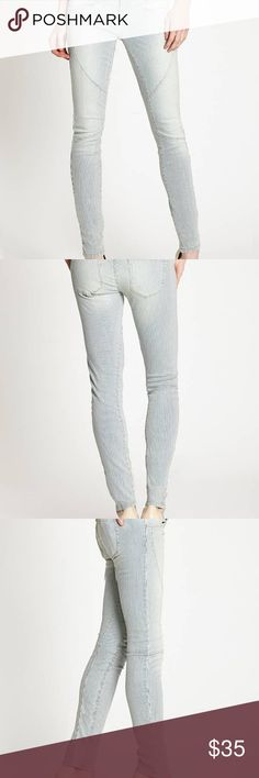 GUESS! BRITTNEY MID-RISE SKINNY STRIPPED JEANS ·      Mid-rise, sits at hips  ·      Slim fit through thigh  ·      Skinny leg opening  ·      Four pocket construction  ·      Paneled construction, striped pattern  ·      Zip fly    ·      97% Cotton, 3% Elastane  ·      Machine wash   NOTE: TAG SLASHED TO PREVENT RETAIL STORE RETURNS Guess Jeans Skinny