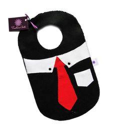 Lixinho para carro de feltro, modelo especial masculino, com desenho de camisa e gravata. Ótima opção para presentear os homens!