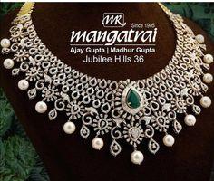 Saved by radha reddy garisa Diamond Necklace Set, Diamond Choker, Diamond Jewelry, White Necklace, Pearl Diamond, Stone Necklace, Pearl Necklace, Real Gold Jewelry, Trendy Jewelry