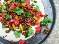 Shakshukit - dekonstruert kebab - krydret kjøttdeig med tahiniyoghurt (1 of 2)