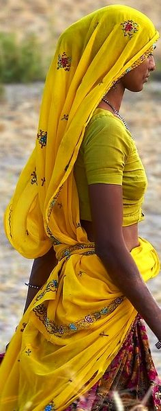 A rural Indian woman with perfect body and perfect posture without going to the gym.