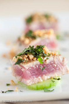 Orientaalse tonijn op komkommer   simoneskitchen.nl