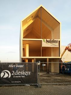 office under construction Affordable Prefab Homes, Modern Prefab Homes, Modular Homes, Timber Architecture, Timber Buildings, Prefab Cabins, Prefabricated Houses, Timber Roof, Timber House