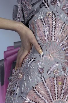 look at that detail!!! now thats haute couture ;)