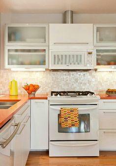 Cocina blanco y naranja