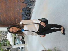 Look Ni: calça Zaracamisa Zara bolsa vintage Ferragamo bib turquesa Nicole Pinheiro Look Ma: vestido Zara cinto YSL bolsa Céline sandália Jimmy Choo