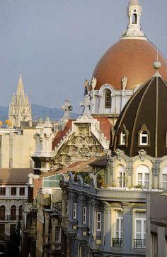 Oviedo, con la torre de la Catedral al fondo.  Haz tu reserva: http://www.espanol.marriott.com/hotels/travel/ovdfo-ac-hotel-oviedo-forum/