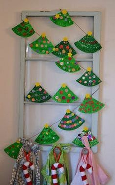Art Paper plate trees, sweet project for a crafter noon with little ones Paper plate Christmas tree garland holiday Preschool Christmas, Easy Christmas Crafts, Christmas Activities, Christmas Projects, Kids Christmas, Christmas Paper, Craft Activities, Christmas Decorations For Classroom, Paperplate Christmas Crafts