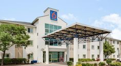 Motel 6 - Toronto - Brampton Brampton Less than 5 km from the Powerade Centre multi-purpose arena in Brampton, Ontario, this pet-friendly motel offers morning coffee service, free WiFi access throughout and coin laundry facilities.