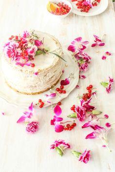 White Chocolate And Raspberry Cake With Orange Buttercream / Sugar et al (en anglais) Pretty Cakes, Beautiful Cakes, Amazing Cakes, Sweet Desserts, Delicious Desserts, Chocolates, Cake Cookies, Cupcake Cakes, White Chocolate Raspberry Cake