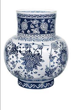 #PAŞABAHÇE HAND MADE -Katmerli Kavanoz-Bulutlarla  sarmaş dolaş lotuslar,palmetler...Mavi beyazla kucaklaşıyor katmer katmer çiçekler...%100 el imalatı camdan ve Üzerindeki rölyef desenler el işçiliği ile gerçekleştirilmiştir.