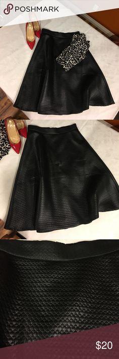 """Midi circular skirt Midi circular skirt. Runs small.  Waist """"14.5"""" inches.  """"25"""" long.  Had skirt hemmed ro this length.  New without tags. Banana Republic Skirts Midi"""