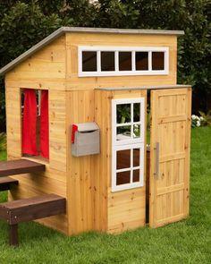 Bei der Gartengestaltung ein Spielhaus für die Kinder einplanen