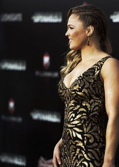 Gotta try this one! Rhonda Rousey at the Expendables 3 premier:)