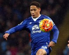 Sunderland boss David Moyes hands trials to Steven Pienaar and Charles NZogbia