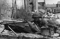 MG 34 gun crew, pin by Paolo Marzioli Ww2 Pictures, Ww2 Photos, German Soldiers Ww2, German Army, Mg34, Germany Ww2, War Machine, Machine Guns, Luftwaffe