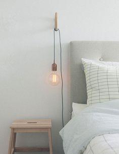 De juiste verlichting in een slaapkamer is belangrijk. Je moet jezelf goed kunnen zien in een spiegel, maar ook een boek in bed goed kunnen lezen. Residence geeft aan aantal praktische tips voor slimme en mooie verlichting in de slaapkamer.
