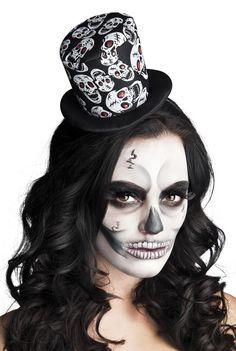 Minihattu; hehkuvasilmäinen pääkallo Halloween Costumes For Teens, Halloween Fancy Dress, Halloween Kostüm, Halloween Face Makeup, Black Magic Woman, Sugar Skull Art, Costume Hats, Dresses For Teens, Color Negra