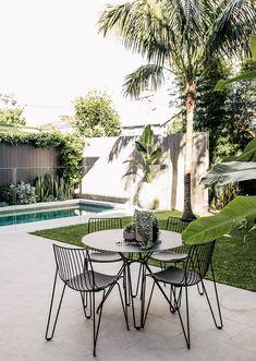 Yanko - Pool & Garden Design Tropical Pool Landscaping, Small Backyard Pools, Swimming Pools Backyard, Garden Pool, Outdoor Landscaping, Modern Backyard, Tropical Garden, Small Above Ground Pool, In Ground Pools