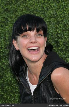 Pauley paid a visit to the actual NCIS offices in September 2005 accompanied by an Entertainment Tonight camera crew.