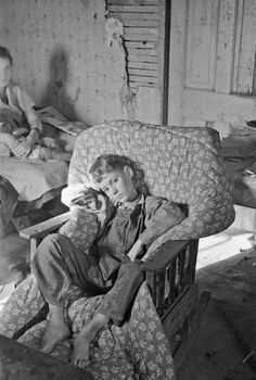 History in Photos: Russell Lee - Kids in poverty