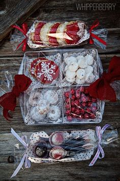 Bake Sale or Christmas packaging ideas for cookies / treats Christmas Food Gifts, Christmas Cookie Exchange, Christmas Sweets, Christmas Cooking, Noel Christmas, Christmas Goodies, Christmas Candy, Holiday Gifts, Baked Goods For Christmas Gifts