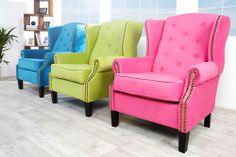 In frischen Farben präsentiert sich der kultige Ohrensessel IVES! Die knallige Farbgestaltung und die bequeme Polsterung, machen diesen Sessel zu einem Highlight in Ihrem Zuhause.  Mit einem rustikalem Nietenbesatz verziert und mit dunklen Holzfüßen ausgestattet, wird der Sessel gekonnt in Szene gesetzt.