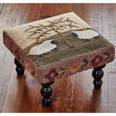 Rug Hooking Designs, Rug Hooking Patterns, Rug Patterns, Color Patterns, Country Primitive, Hand Hooked Rugs, Penny Rugs, Diy Weihnachten, Chair Pads