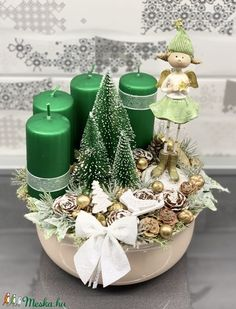 Green Christmas, Christmas 2019, Winter Christmas, Christmas Wreaths, Holiday, Flower Boxes, Flowers, Christmas Flower Arrangements, Xmas Decorations