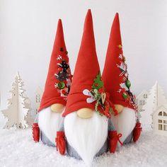 Gnomos navideños paso a paso - Dale Detalles Country Christmas Crafts, Elf Christmas Decorations, Fabric Christmas Trees, Christmas Ornament Crafts, Christmas Gnome, Valentines Day Decorations, Gold Christmas, Christmas Angels, All Things Christmas