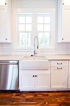 white subway tile with contrasting gray grout | la salle de bain