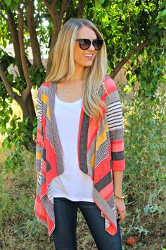 We are head over heels for this ultra comfy, super flattering and perfectly on trend Cardigan!!! We wear it night and day as it is the perfect Sweater to throw on over jeans to look effortlessly chic. This will easily become your new go-to piece for the year. Don't miss out on this deal!SIZESSmall 0-4Medium 6-8Large 8-10