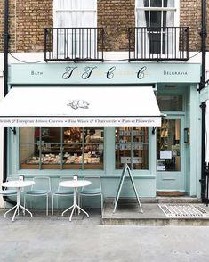 Love an outdoor cafe! Outdoor Design shop fronts Love an outdoor cafe! Home Design Decor, Restaurant Interior Design, Shop Interior Design, Design Shop, Interior Ideas, Design Ideas, House Design, Classic Decor, Café Exterior