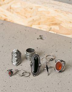 Δαχτυλίδια χαραγμένα με πέτρες - Κοσμήματα - Bershka Greece