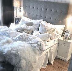 Und dieses Bett!! Grau-blaues Schlafzimmer for the win!