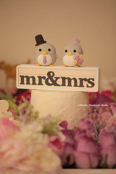 "penguins bride and groom penguins bride and groom penguins bride and groom with the handmade ""Mr & Mrs "" wooden box wedding cake topper #weddingcake #penguin #animals #cute #cakedecoration #handmadecaketopper #custom #claydoll #miniature #ceremony #weddingideas #gift #pingüino #kikuikestudio #manchot #ペンギン #펭귄"