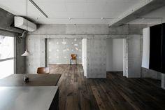 リノベーションで古いマンションがモダンなスペースに生まれ変わりました。