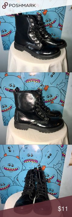 Bongo Women's Black Combat Boot Retro styled Exodus combat boots from Bongo. The 6-inch shaft has laces and a side zipper so you can get a good fit. Worn 3 or 4 times. They're great looking boots, just not my style anymore. BONGO Shoes Combat & Moto Boots