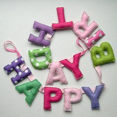 happy birthday in felt Felt Bunting, Felt Banner, Felt Garland, Diy Garland, Felt Ornaments, Garlands, Sewing Crafts, Sewing Projects, Felt Projects