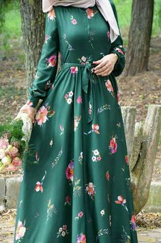 Modern Hijab Fashion, Islamic Fashion, Abaya Fashion, Muslim Fashion, Fashion Dresses, Stylish Dress Designs, Stylish Dresses, Hijab Evening Dress, Hijab Style Dress