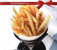 How to make Essential French Fry Recipe - This is the starting point the basic french fry that is crisp on the outside and fluffy in the mi. French Fries Recipe, Deep Fried French Fries, Perfect French Fries, Easy Cooking, Cooking Recipes, Food Wishes, Side Dish Recipes, Side Dishes, Vegetable Dishes