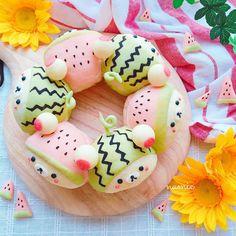 2016.6.27 . スイカ×コリラックマのちぎりパン . もうすぐ夏ですね今年はスイカをたくさん食べたいな〜❣ . . #watermelon #breakfast #bread #foodstagram #instafood #homemade #rilakkuma #korilakkuma #foodart #kawaii #kawaiifood #cute #yummy #可愛い #朝ごパン #朝ごはん #おうちごはん #おうちパン #パン #ちぎりパン #手作り #手作りパン #パン作り #デコパン #キャラパン #リラックマ #コリラックマ #スイカ #おうちカフェ #デリスタグラマー Japanese Sweets, Japanese Wagashi, Cute Food Art, Kawaii Cooking, Cute Baking, Kawaii Dessert, Bread Art, Bread Shaping, Cute Buns